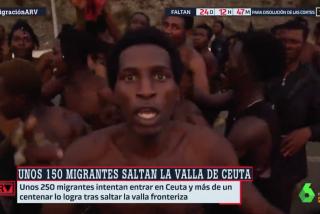 La inmigración ilegal se le va de las manos a Sánchez: más de 150 subsaharianos saltan la valla de Ceuta y hieren a 11 guardias civiles