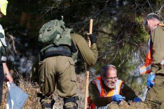 Soldados del ejército israelí hallan el cuerpo apuñalado de un soldado en Cisjordania