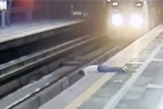 Suicidio a camara lenta en el Metro