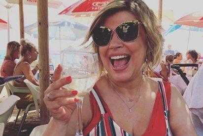 Terelu Campos publica una foto en la playa y su bañador se agota en las tiendas