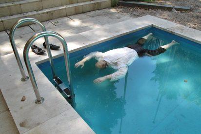 Le pilla la muerte con sólo 41 años mientras se bañaba en la piscina del barrio... y nadie se dio cuenta