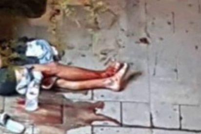 Barcelona 'Ciudad sin ley': lo encuentran desangrándose en la acera tras ser apuñalado en pleno centro