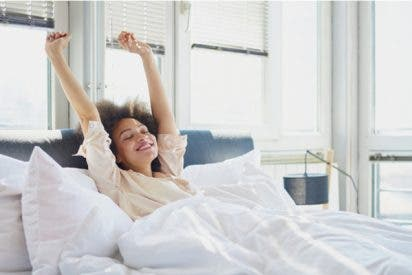 ¡Con esta secuencia de yoga al despertar te invadirá el bienestar!