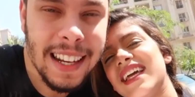 Esta pareja de youtubers maltrata a su bebé para conseguir más seguidores