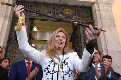 La alcaldesa socialista de Castellón se marca un 'Carmena': se compra dos coches oficiales tras prometer que solo usaría «sus zapatos»