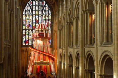 La histórica Catedral de Norwich instala un tobogán para atraer a los fieles