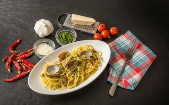 Espaguetis con almejas o a la vongole