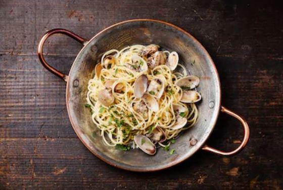 Espaguetis con almejas o la vongole