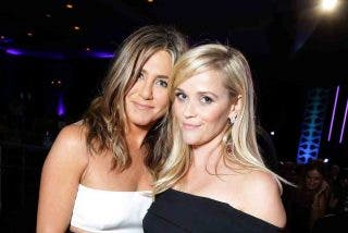 jennifer aniston y reese witherspoon traen frends a television