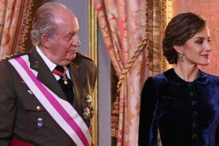 Casa Real no puede parar a Doña Letizia: vuelve a televisión, 'ataca' a la prensa española y humilla a Don Juan Carlos
