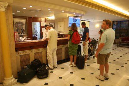 La Policía Nacional avisa del peligro que corres cuando te estás registrando en el hotel