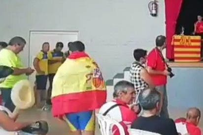 La mezquindad de unos aragoneses con ínfulas de separatistas catalanes impide a un piragüista de 14 años recoger su medalla por llevar la bandera española