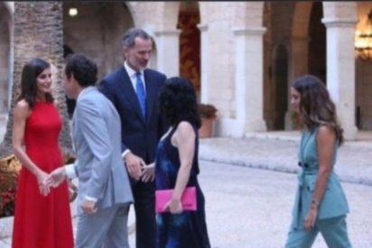 La líder balear de Podemos se cuela en un acto de Casa Real para vejar al Rey Felipe y sale del Palacio insultando a la Monarquía