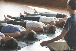 ¿Quieres aprender a meditar? El primer paso es dominar la postura del cadáver
