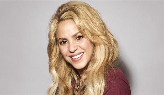 Shakira se enfunda un ajustado traje para transformarse en una sexy Catwoman