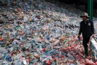 ¿Sabías que las botellas de plástico vendidas en un sólo año formarían el edificio del mundo con 830 metros?