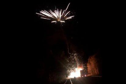 """Un camión completamente cargado de fuegos artificiales estalla y se """"monta una falla estupenda"""""""