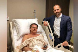"""Bolsonaro """"junior"""" se saca una foto con una pistola a la cintura mientras visita al Presidente brasileño en el hospital"""