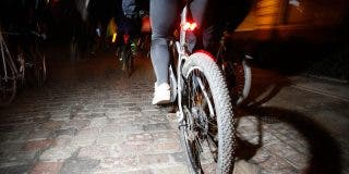 """Ciclista 'reciclado en caco' arrebata el móvil de la mano de una turista """"online"""" en Sao Paulo"""