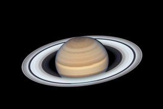 El telescopio Hubble capta unas espectaculares imágenes de Saturno y sus hermosos anillos