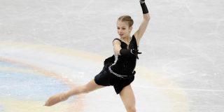 Prodigiosa patinadora de 15 años consigue entrar doblemente en el Libro Guinness con sus fabulosos ejercicios