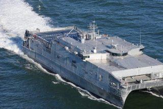 Pillan al catamarán de la Armada de EE.UU. USNS Yuma entrando en aguas del mar Negro