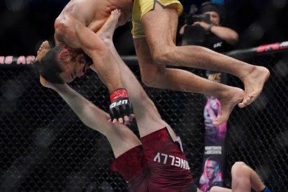 """Luchador de la UFC se dedica a """"hacer monerías"""" con sus acrobacias pero un novato le da una soberana paliza"""