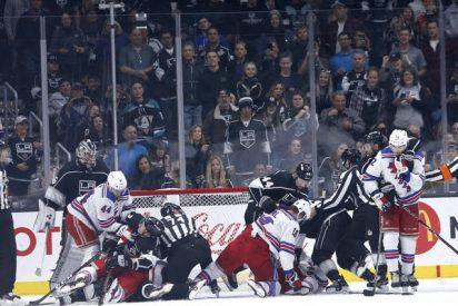 "Dos ""descerebrados"" rusos se lían a mamporros durante un partido de hockey aficionado"