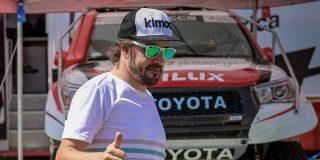 """Fernando Alonso intenta ahuyentar el """"gafe"""" del rally Dakar """"caminando"""" sobre las aguas de Catar"""