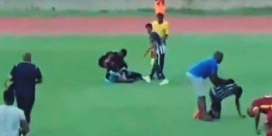 Dos futbolistas jamaicanos caen fulminados por un rayo en el mismo terreno de juego
