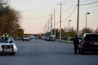 Cinco muertos y veintiún heridos en otro tiroteo en Texas, esta vez desde un vehículo en circulación