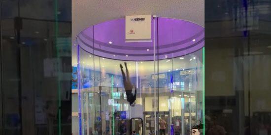"""Sorprendente vuelo de una atleta reconvertida en """"pájaro"""""""