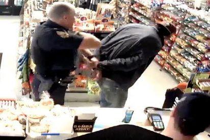 Pillado infraganti: compra un Red Bull con una tarjeta robada y un policía le atrapa inmediatamente