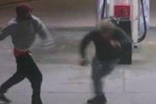 Intentan robarle el coche y se defiende con valor del anonadado ladrón armado con un frasco de café