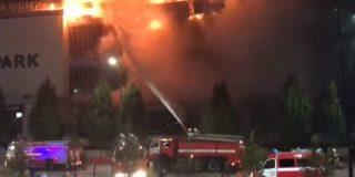 Centro comercial checheno es devorado por las llamas en un terrible incendio que deja cientos de damnificados
