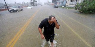 La tormenta tropical Imelda deja tras de si caudalosas inundaciones y la desolación en Texas