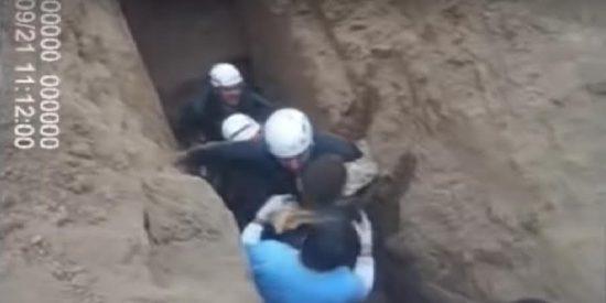 Rescatan a una niña de apenas un año y al borde de la extenuación de un pozo de 5 metros en Argentina