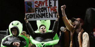 Arden las redes sociales con las imaginativas creaciones de los usuarios ante el asalto al Área 51