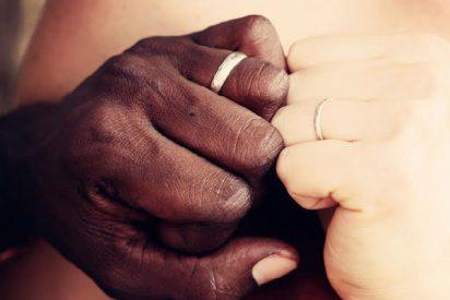Niegan el salón de fiestas de boda a una pareja de un negro con una blanca en el Sur de los EEUU