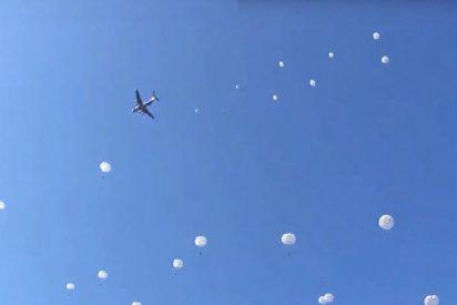 Escuadrón de 200 paracaidistas militares rusos practican el simulacro de un desembarco aéreo masivo