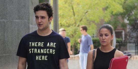 Froilán vuelve a la universidad con una camiseta de la que todos hablan: ¿Indirecta o casualidad?