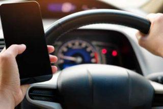 600.000 conductores 'adictos' y 360 muertes al año en España por usar el móvil al volante