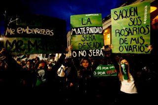 Colectivos feministas amordazan una imagen de la Virgen en Ecuador