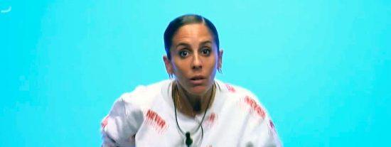 Anabel Pantoja se olvida que no lleva ropa interior y enseña sus pechos al Súper de 'GH VIP'