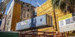 Así son los pisos para pobres en la Barcelona de la izquierdista Colau: La prensa británica denuncia que están hechos con contenedores marítimos