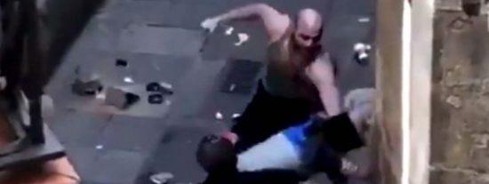 'Barcelona Ciudad sin Ley': brutal paliza a un ladrón que intentó robar a un repartidor de butano