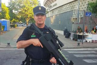 Policía Nacional revoluciona las redes con su nueva arma: un fusil con una función muy especial
