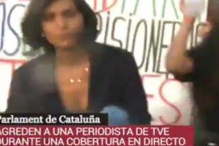 Catalanes radicales concentrados frente al Parlament en la Diada agreden a una periodista de TVE en directo