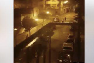 'Cataluña sin Ley': Una banda de 'menas' ataca a vecinos de Hospitalet con vallas y palos de hierro