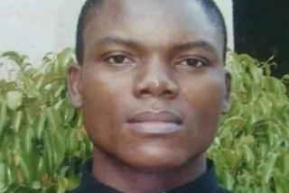 Asesinan a un cura y queman su cuerpo mientras mediaba en un conflicto en Nigeria